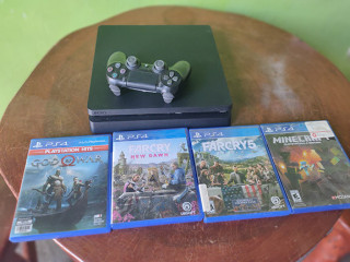 Sony Playstation 4 Console 1tb hdd with 4 playstation hits title