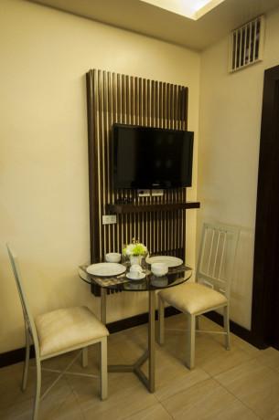 one-bedroom-with-bathtubbalcony-with-free-wifiweekly-housekeepingparking-big-2