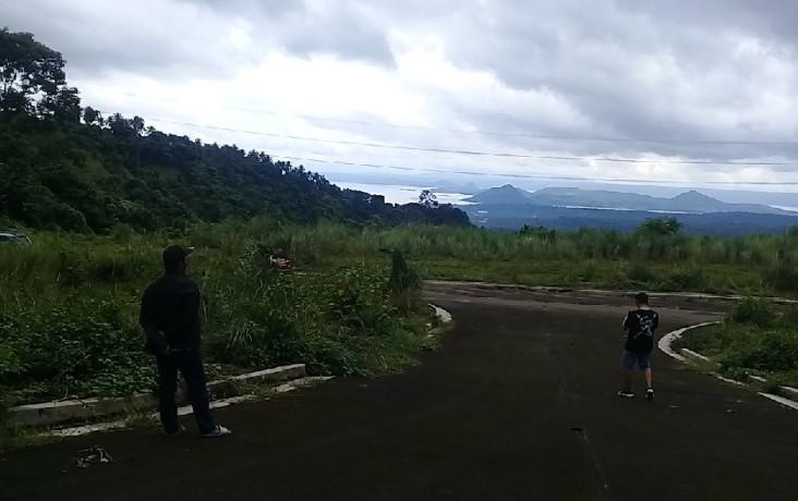 splendido-de-tagaytay-lots-ovelrooking-taal-volcano-big-0