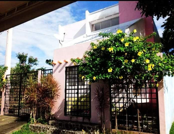 gated-house-in-2-lots-big-0