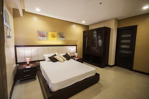 condo-for-rent-3-br-executive-with-free-parkingwifi-near-ayalasm-cebu-city-big-2