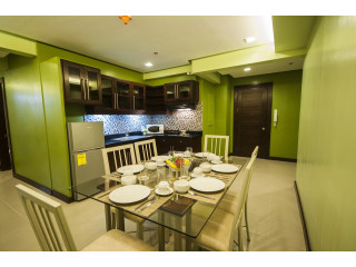 3 Bedroom Executive Suite 110sq.m with Free SkyCable,Wifi,Parking,weekly Housekeeping