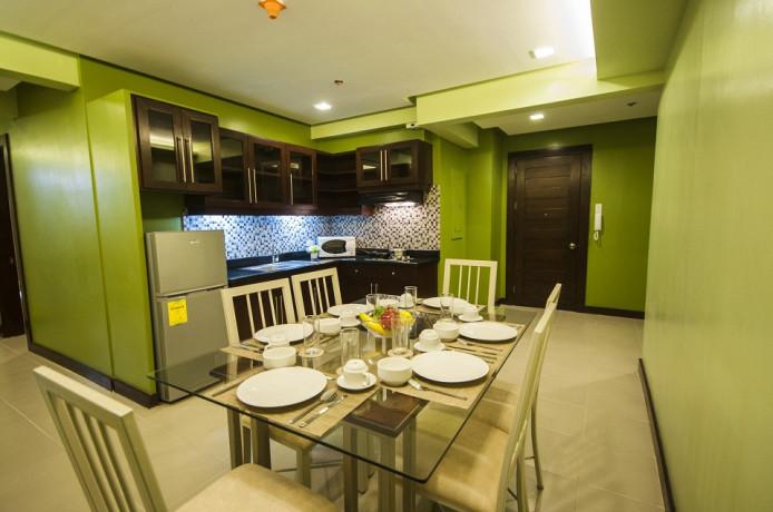 3-bedroom-executive-suite-110sqm-with-free-skycablewifiparkingweekly-housekeeping-big-0