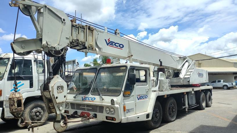 crane-kato-truck-mounted-30t-diesel-big-1