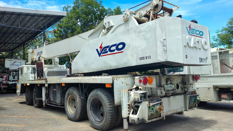 crane-kato-truck-mounted-30t-diesel-big-4
