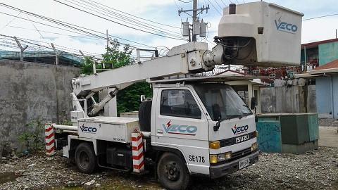 isuzu-bucket-truck-diesel-manlifter-big-1