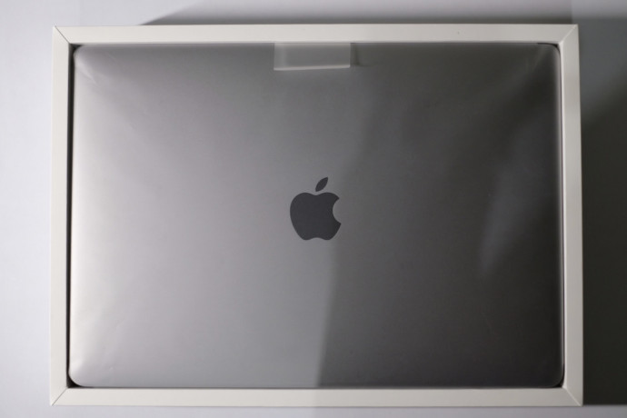macbook-pro-2020-13-inch-512gb-ssd-space-gray-with-peripherals-big-1